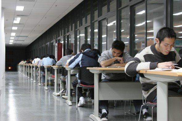 为什么成绩优秀的孩子也会不愿上学?